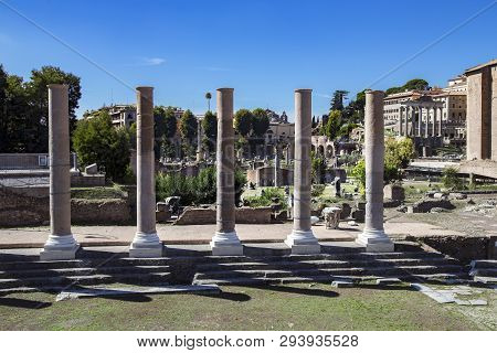 Ruins Of Ancient Rome About The Monumento Nazionale A Vittorio Emanuele Ii Is A Monument Built In Ho