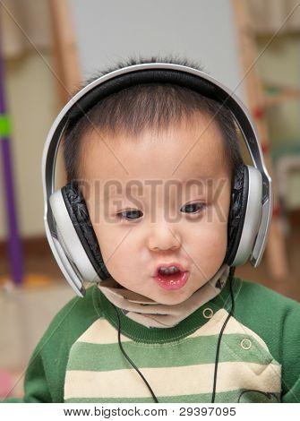 Child enjoy music