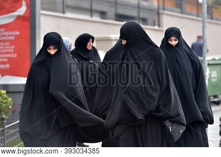 Turkey, Istanbul, 14,03,2018 Unidentified Turkish Women In Traditional Islamic Clothing On The Stree
