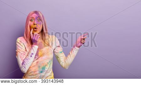 Overwhelmed Stunned Woman Dirty With Indian Dyes, Participates In Color Holi Fest, Impressed By Some