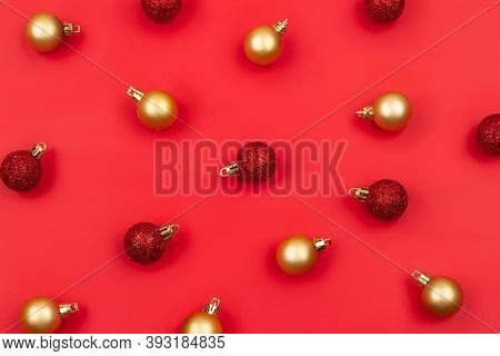 Christmas Decoration Pattern, With Christmas Red And Golden Balls. Flat Lay, Top View. Christmas Min