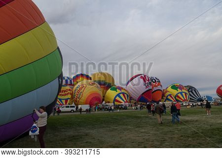 Albuquerque,  New Mexico / Usa - October 8, 2014:  People Walk Around On A Large Field And Take Pict