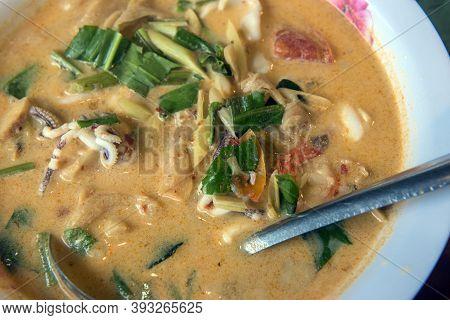I Soup Tom Kha In A Plate