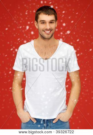 jasný obrázek o pohledný muž v bílé košili