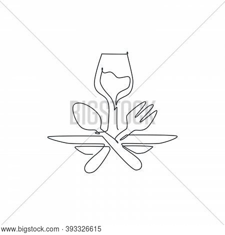 One Continuous Line Drawing Of Fresh Drink On Glass For Restaurant Logo Emblem. Fast Food Cafe Shop