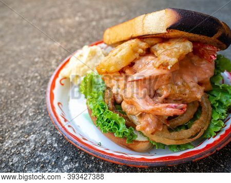 Fried Shrimp Sandwiches After Using Fried Shrimp And Bread. It Is A Very Energetic And Convenient Fo