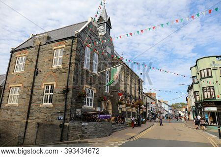 Cardigan, Wales, Uk - September 14, 2020 : Street View Of The Old Town Of Cardigan With The Shire Ha