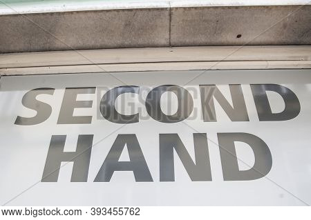 Symbol For Buying And Selling Second Hand Goods In A Shop Or On A Flea Market