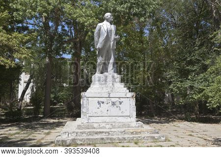 Saki, Crimea, Russia - July 23, 2020: Decaying Monument To Vladimir Ilyich Lenin In The Saki Resort