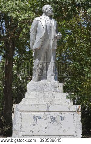 Saki, Crimea, Russia - July 23, 2020: Decaying Monument To Vladimir Ilyich Lenin In The Resort Park