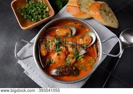 French Seafood Bouillabaisse Soup/fish Stew With Mussels Served With Garlic Toast Baguette