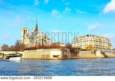 Notre Dame De Paris And Seine River Scenery . Parisian View Of Ile De La Cite