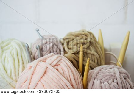 Teddy Yarn With Bamboo Spokes And Aluminum Hook