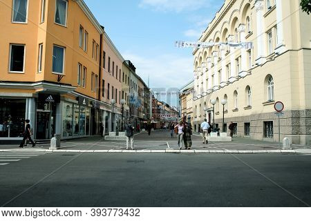 Banja Luka, Bosnia - June 4, 2008: Veselina Maslese Street, Surrounded By Shops And Pedestrians Walk