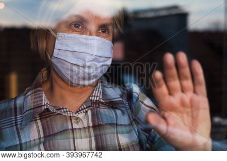 Young Female Ems Key Worker Doctor In Front Of Healthcare Icu Facility,wearing Protective Ppe Face M