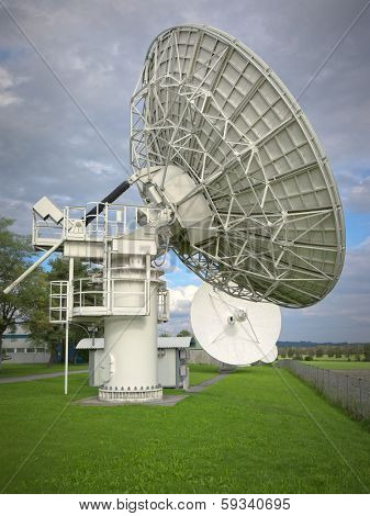 An image of a big satellite dish at Raisting Germany