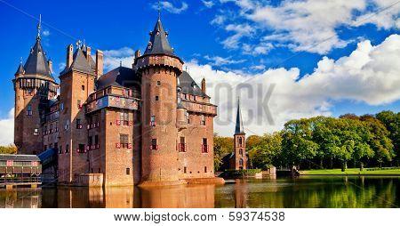beautiful romantic holland castle on water de Haar