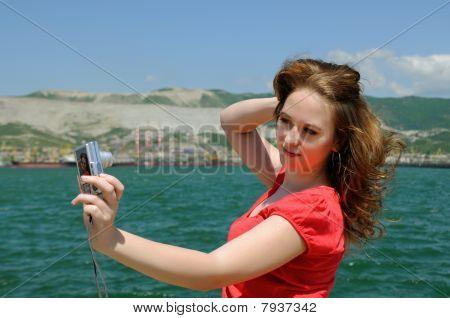 The Girl Photographes Itself