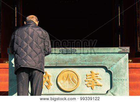 Old Man  Pray At Sensoji Temple