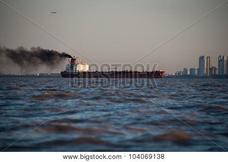 International Cargo Boat Pollution. Buenos Aires.
