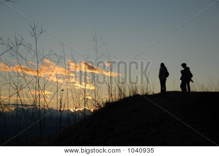 Silhouette Of Adults And Kid  On The Sunset Background (#37)