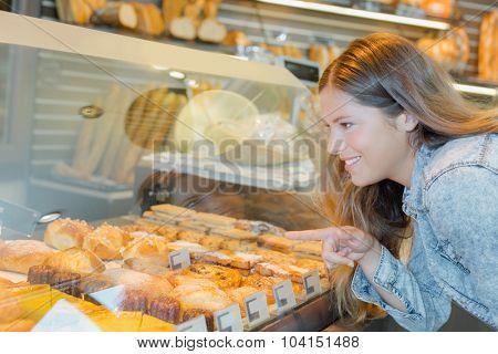 Woman choosing a patisserie