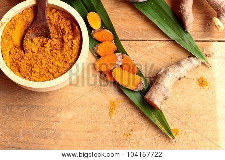 Phlai herb Cassumunar ginger both fresh and as a powder for the skin scrub poster