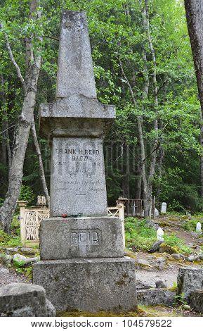 The Tombstone of Skagway Hero Frank Reid