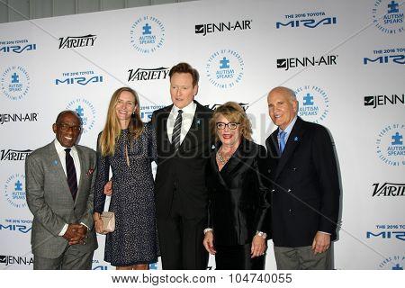 LOS ANGELES - OCT 8:  Al Roker, Liza Powel, Conan O'Brien, Suzanne Wright, Bob Wright at the Autism Speaks Celebrity Chef Gala at the Barker Hanger on October 8, 2015 in Santa Monica, CA