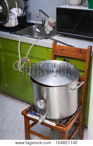 Cooling A Home-brew Beer Wort Using Tap Water And A Chiller