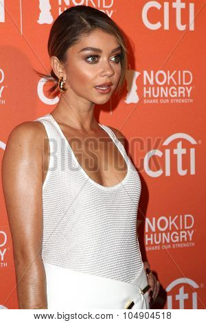 LOS ANGELES - OCT 14:  Sarah Hyland at the No Kid Hungry Benefit Dinner at the Four Seasons Hotel on October 14, 2015 in Los Angeles, CA