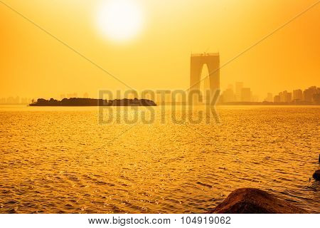 Dust Of The Jinjihu Lake And The Gate Of East