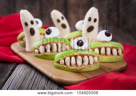Funny halloween eadible monsters scary food healthy vegetarian snack dessert recipe for party decora