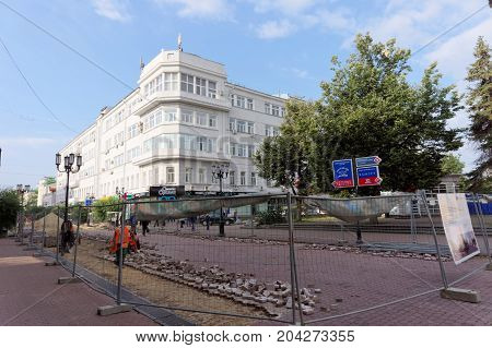 Nizhny Novgorod, Russia. - September 12.2017. On the main pedestrian street of Nizhny Novgorod is repairing the pavement. The road tile is being replaced.