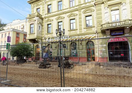 Nizhny Novgorod, Russia. - September 12.2017. On the main pedestrian street of Nizhny Novgorod is repairing the pavement. Bolshaya Pokrovskaya street.