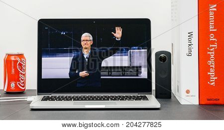Apple Keynote With Tim Cook Good Bye Hands End Keynote