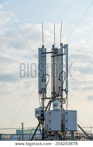 Wireless telecommunications equipment with sector antennas and an installed lightning rod
