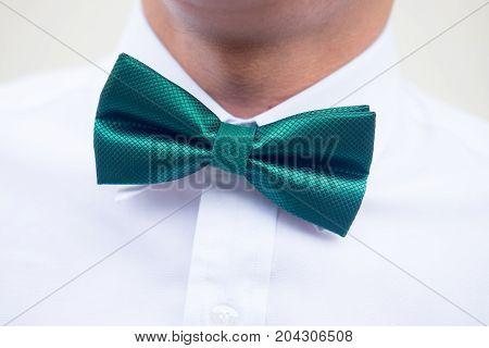 Groomsman in white shirt with green bow tie
