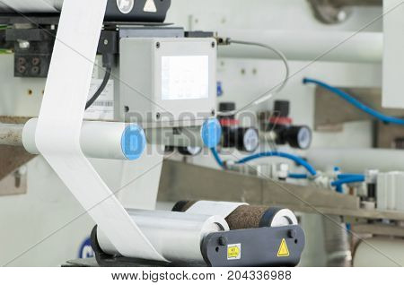 Equipment With A Rotating Roller