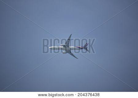 Boeing 777-300 Hs-tkz Tg103