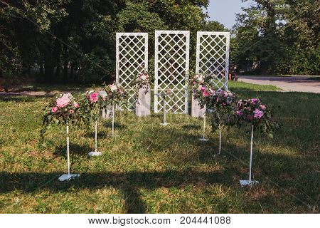wedding ceremony place with flowers in the wood background