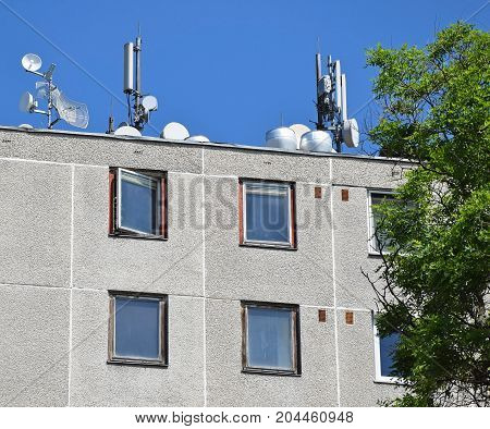 Antennas on the top of an apartment building