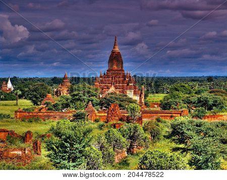 Myanmar, Bagan - Htilominlo Temple Nb.1