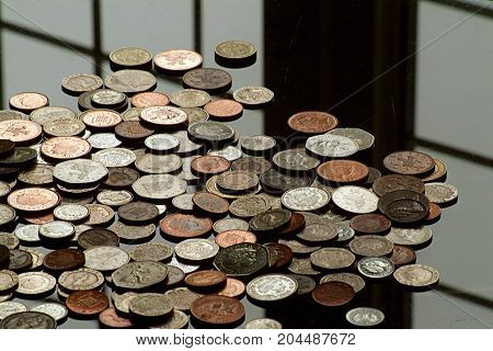 Stirling coins - Change on a glass table