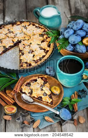 Plum Pie With Cinamon And Almonds