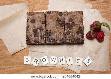 Chocolate brownie slices with raspberries and the word brownie