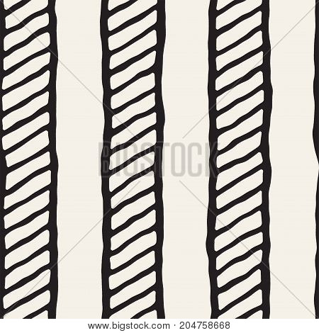 Hand drawn style seamless pattern. Abstract geometric tiling background in black and white. Vector stylish doodle line lattice