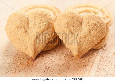 heart shaped cookie on wood - Stock Image