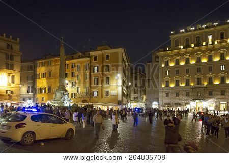 Tourists In Piazza Della Rotonda (pantheon)