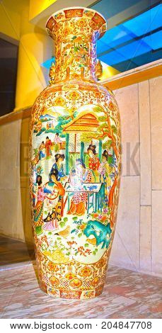 The big Souvenir Chinese vase in ancient traditions